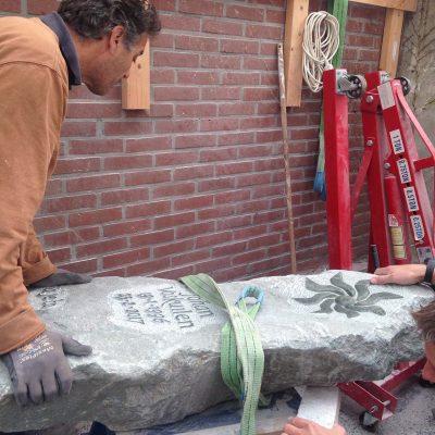 grafsteen wordt gehaald